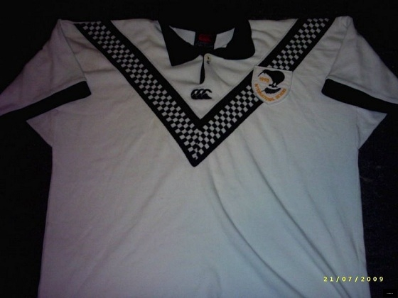 1995 Kiwis International 7's white jersey #4. Team included Vinnie Weir (c), Peter Edwards,...