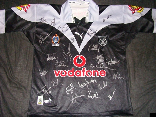 2005 Warriors BNWOT signed home jersey front